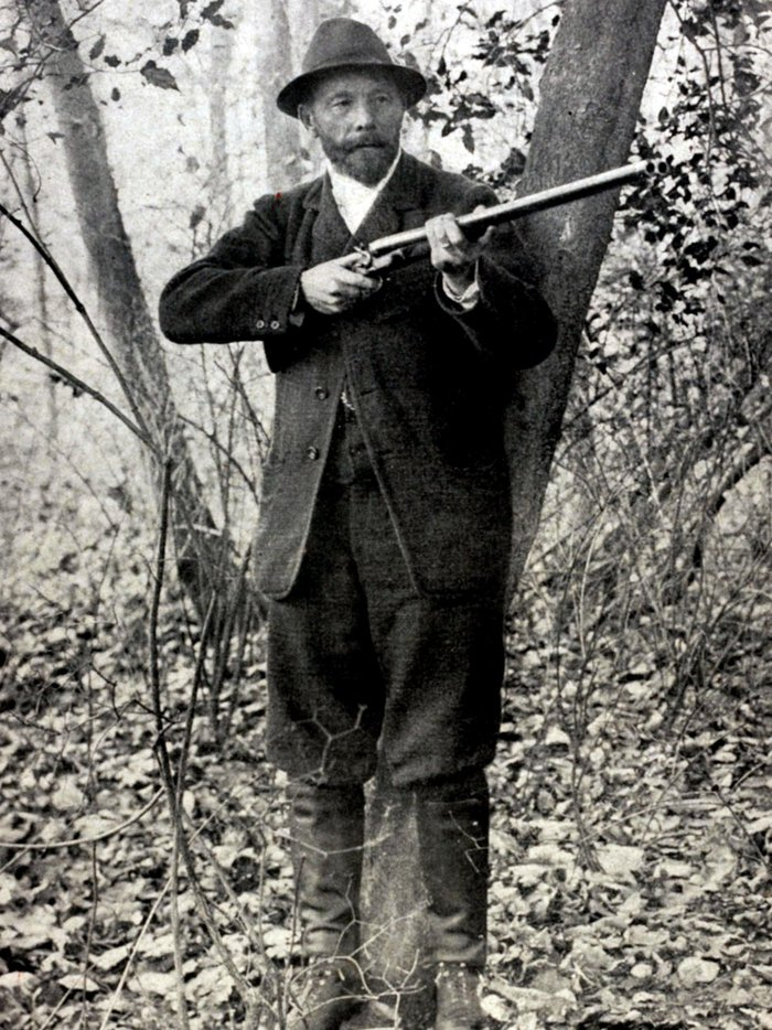 Leon de Lunden of Belgium won the live pigeon shooting event at the 1900 Olympics in Paris