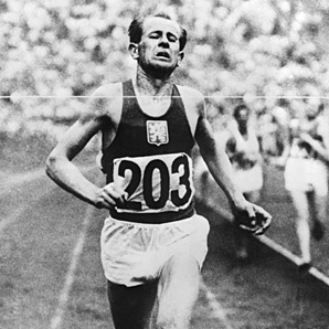 Emil Zatopek wins gold at the 1952 Helsinki marathon.