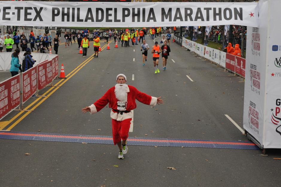 Brian Land_Santa at the Philadelphia Marathon