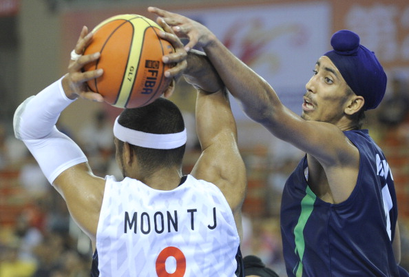 Moon Tae Jong of South Korea (L) passes