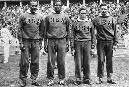 jesse-owens-and-4x100-relay-gold-team-in-berlin