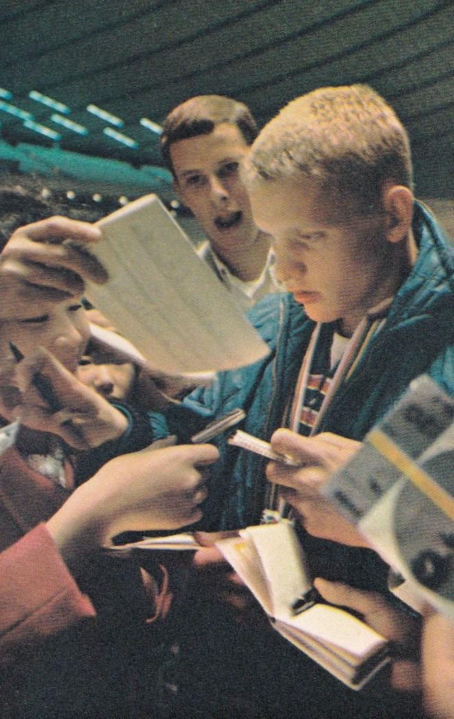 don-schollander-signing-autographs_the-spectacle-of-tokyo-olympics-1964