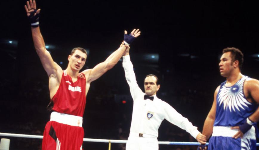 Vladimir Klitschko defeats Paea Wolfgramm