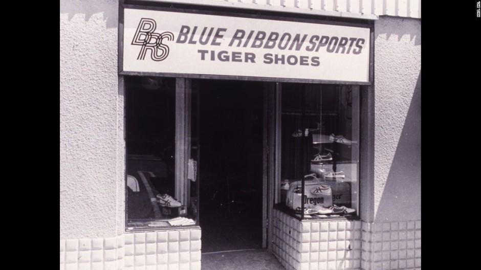 Blue Ribbon Store Front_onitsuka