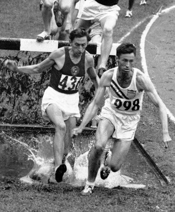 Horace Ashenfelter ahead of Vladimir Kazantsev in 3000meter steeplechase